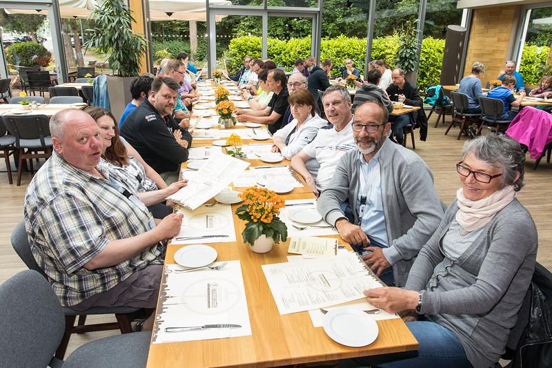 Zum Abschluss des Jahrestreffen-Wochenendes ging es ins Restaurant Leonhardts am Fernsehturm in Stuttgart.