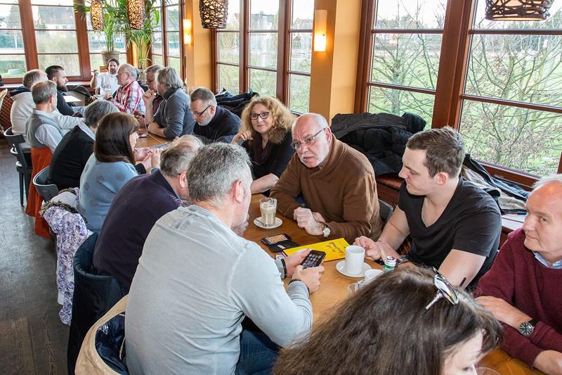 Lange Tafel im Stammtisch-Restaurant Café del Sol beim Rhein-Ruhr-Neujahrs-Stammtisch.