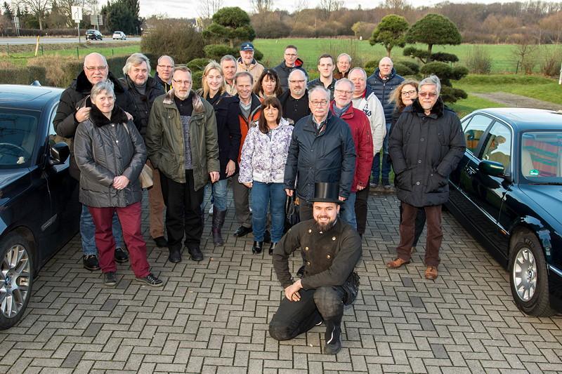 Forums-Schornsteinfeger Alain ('Alien') wünschte Glück beim Rhein-Ruhr-Neujahrs-Stammtisch. Gruppenfoto mit den Teilnehmern.