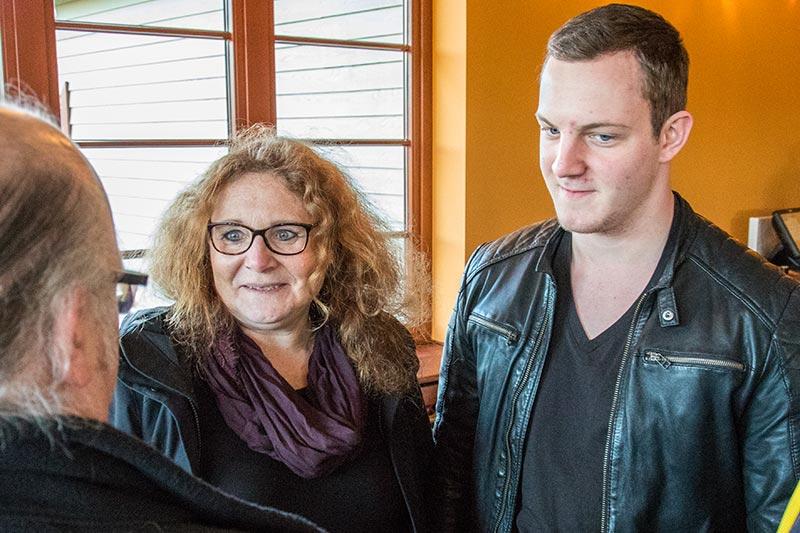 Erstmals beim Stammtisch: Christine ('Maplue') mit ihrem Sohn.