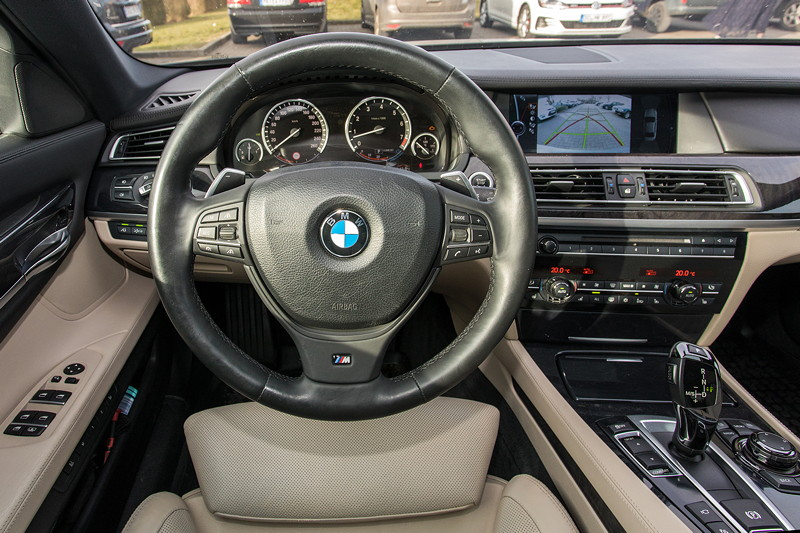 BMW 740i (F01) von Edwin ('Homerraas'), Cockpit mit Black Panel Technologie.