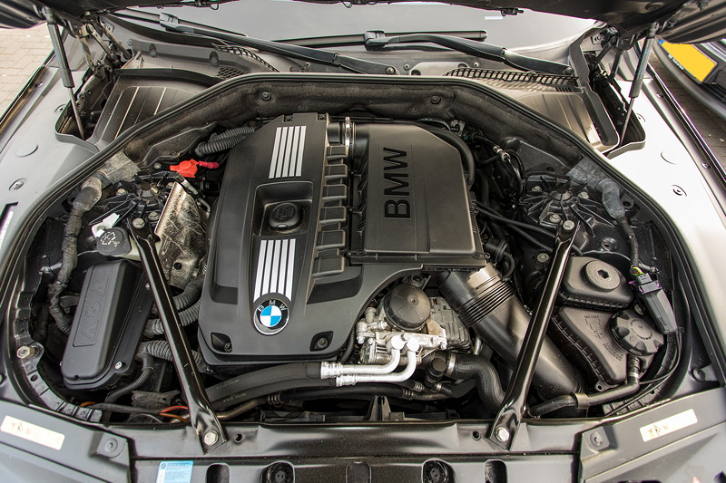 BMW 740i (F01) von Edwin ('Homerraas'), 6-Zylinder-Reihen-Motor, dank Chiptuning ca. 395 PS stark.