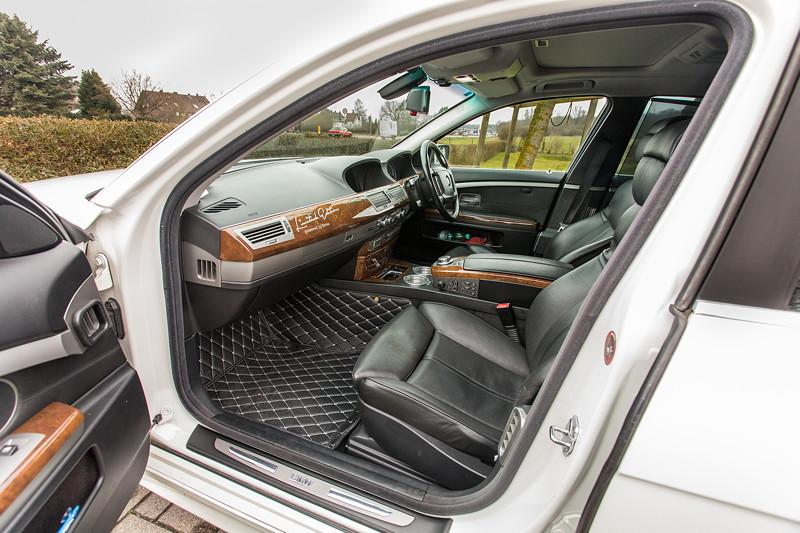 BMW 750i (E65 LCI), Japan-Import, Rechtslenker, von Olaf ('loewe40'), Blick durch die Beifahrertür