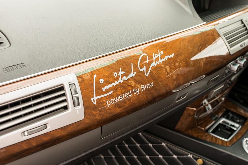 BMW 750i (E65 LCI), Japan-Import, Rechtslenker, von Olaf ('loewe40'), Schriftzug 'Limited Edition' auf dem Holzdekor im Innenraum