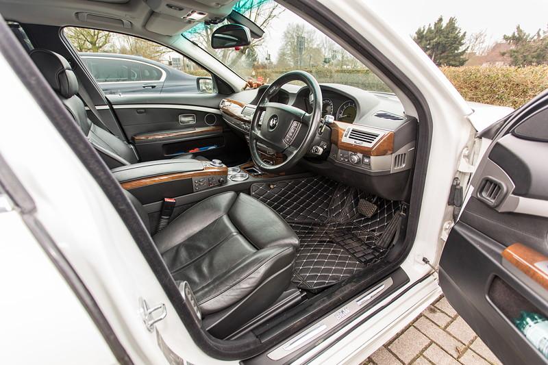 BMW 750i (E65 LCI), Japan-Import, Rechtslenker, von Olaf ('loewe40'), Blick durch die Fahrertür