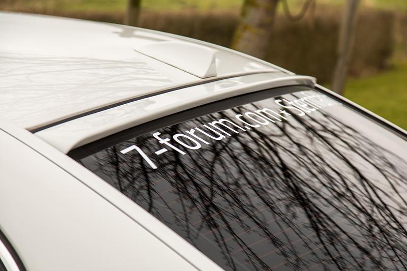 BMW 750i (E65 LCI), Japan-Import, Rechtslenker, von Olaf ('loewe40'), Dachspoiler, verdunkelte Heckscheibe mit Sternfahrt Aufkleber