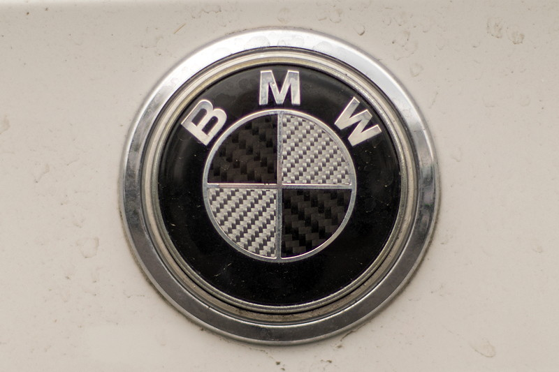 BMW 750i (E65 LCI), Japan-Import, Rechtslenker, von Olaf ('loewe40'), modifiziertes BMW-Logo
