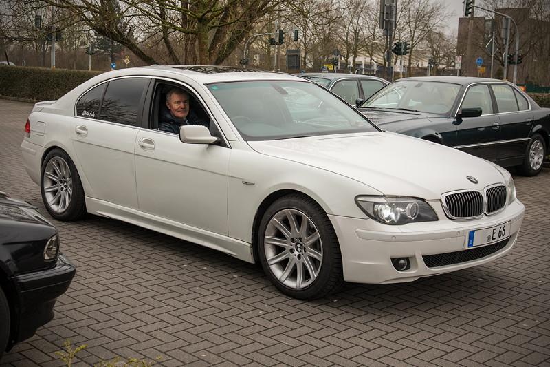 Olaf ('loewe40') am Steuer seines jüngst erworbenen BMW 750i (E65 LCI), Japan-Import, Rechtslenker, beim Rhein-Ruhr-Stammtisch im April 2018