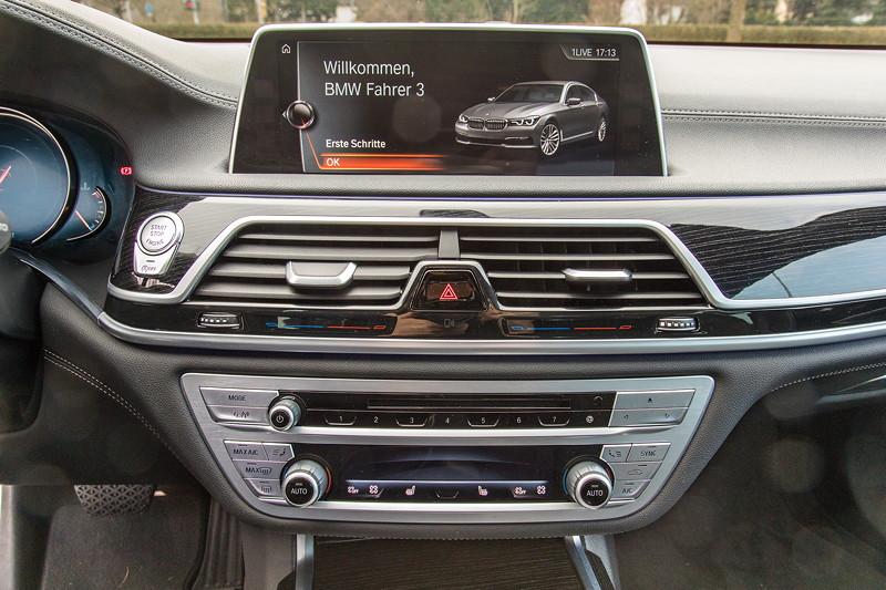 BMW 730d (G11), Firmenwagen von Ralf ('Ralle735iV8'), Mittelkonsole mit Bord-Bildschirm (Touch-Screen)