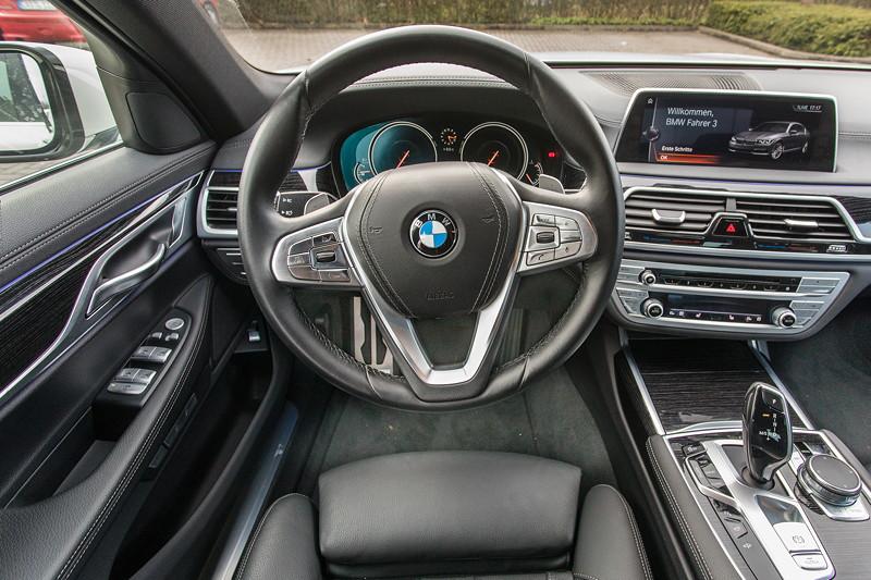 BMW 730d (G11), Firmenwagen von Ralf ('Ralle735iV8'), Cockpit mit BMW M Lenkrad