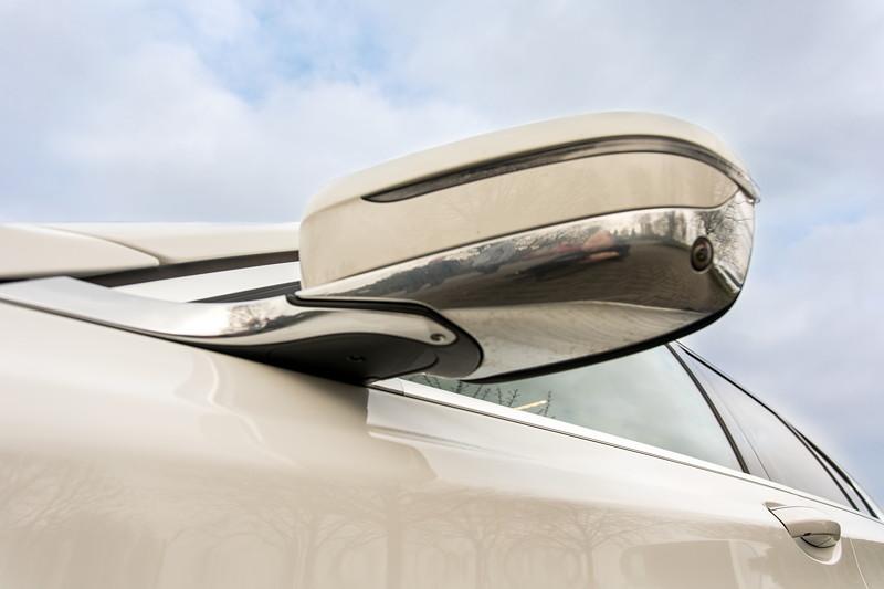 BMW 730d (G11), Firmenwagen von Ralf ('Ralle735iV8'), Aussenspiegel mit LED-Blinker in deer Fenster-Chromleiste eingefasst