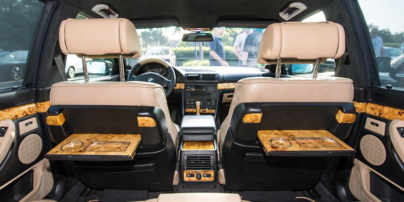 Für einen Hingucker auf dem 7er-Parkplatz sorgte u. a. der BMW 730i (E38) von Ralf ('Ralle735iV8') mit Pappelholz-Interieur.