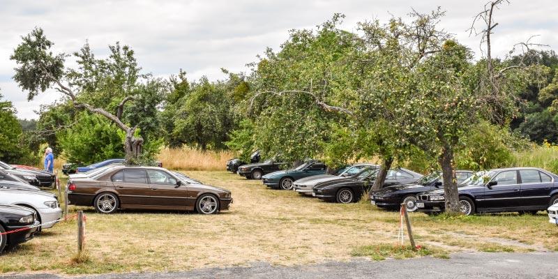 7er-Südhessenstammtisch meets 8-Series Club. Parkplatz.
