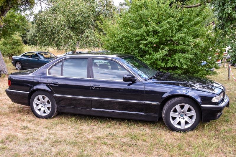 7er-Südhessenstammtisch meets 8-Series Club. BMW 740i (E38) Individual von Darius ('dmg'). Einstiegsleiste.