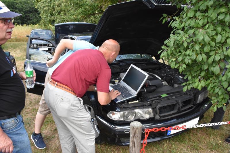 7er-Südhessenstammtisch meets 8-Series Club. BMW 740i (E38) Individual von Darius ('dmg'). Diagnose.
