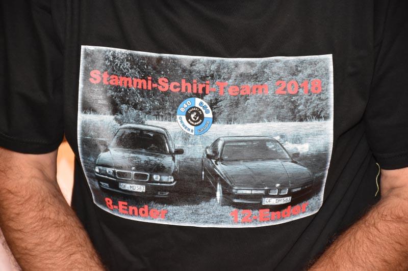 7er-Südhessenstammtisch meets 8-Series Club. T-Shirt des Schiris.