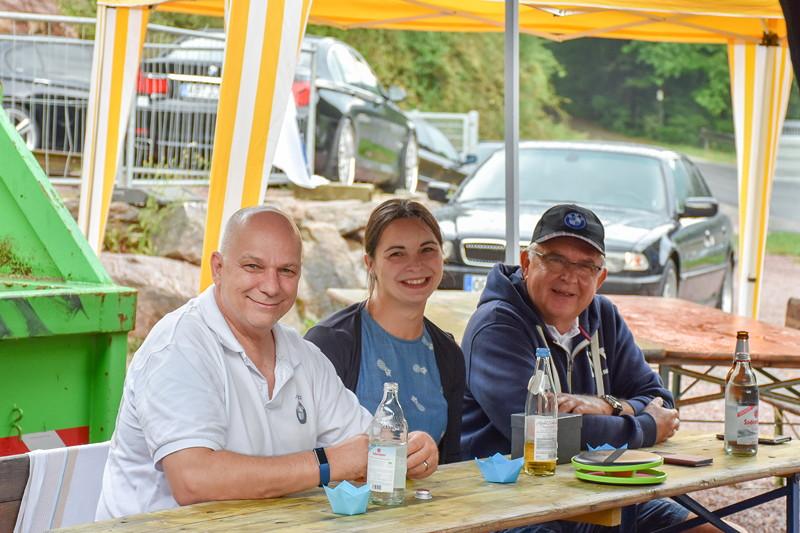 Grill-Stammtisch im Juli 2018: Alexander ('NiLuLe') mit Frau Dani und Karl-Heinz ('Fuat')