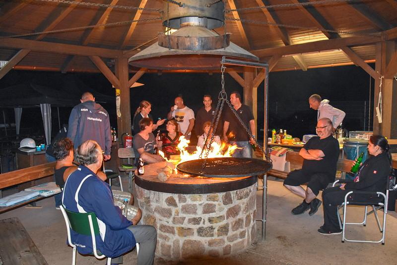Teils blieben die Teilnehmer bis in die Nacht hinein zusammen am Lagerfeuer.