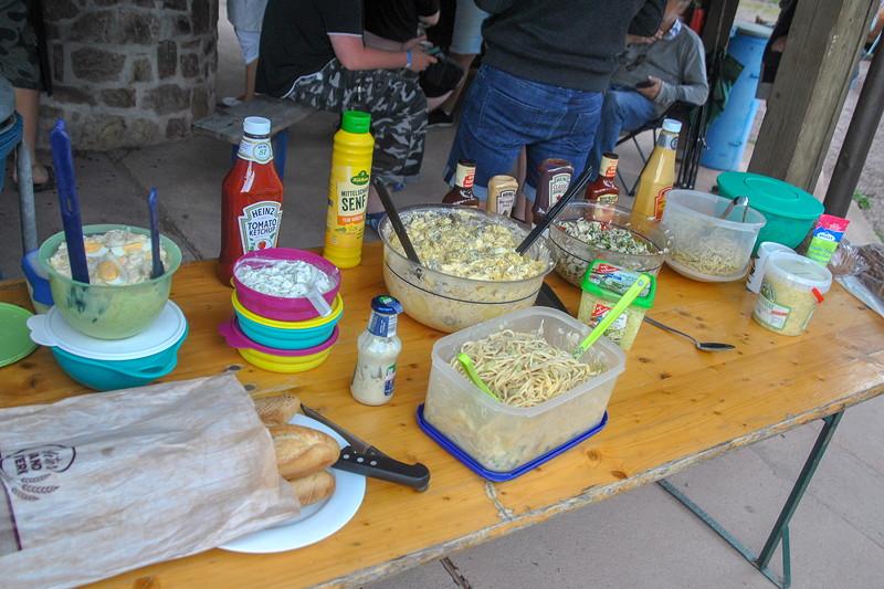 Grill-Stammtisch im Juli 2018: Beilagen-Buffet beim Grill-Stammtisch