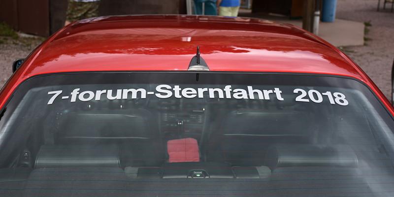 Grill-Stammtisch im Juli 2018: Hier das Ergebnis: Der BMW 740i (E38) von Jörg ('Imola 2') ist nun mit Sternfahrtaufkleber versehen.