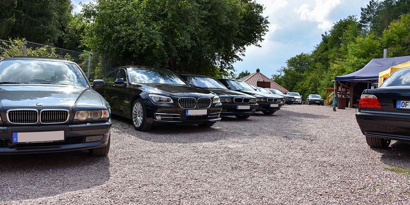Grill-Stammtisch im Juli 2018: Teilnehmerfahrzeuge auf dem Gelände des Bergwerks in Sommerkahl