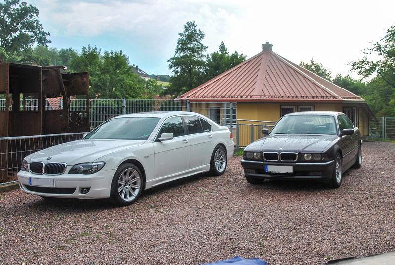Grill-Stammtisch im Juli 2018: BMW 750i (E65, Rechtslenker) von Olaf ('loewe40') und BMW 728i (E38) von Volker ('CountZero')