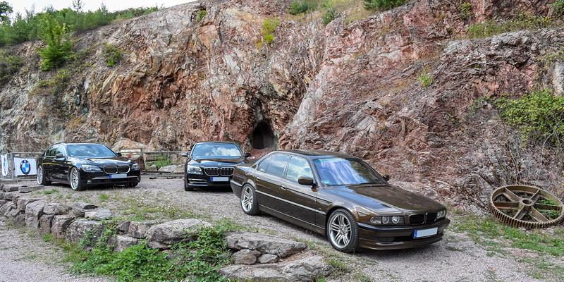die 7er-BMWs des ORGA-Teams: 740d (F01) von Jürgen ('Yachtliner'), BMW 740d xDrive (F01 LCI) von Karl-Heinz ('Fuat') und der BMW 730i (E38) von Ralf ('Ralle735iV8')