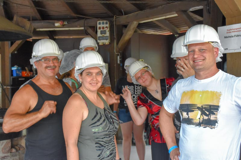 Grill-Stammtisch im Juli 2018: Mit Helm ging es durch das Bergwerk in Sommerkahl