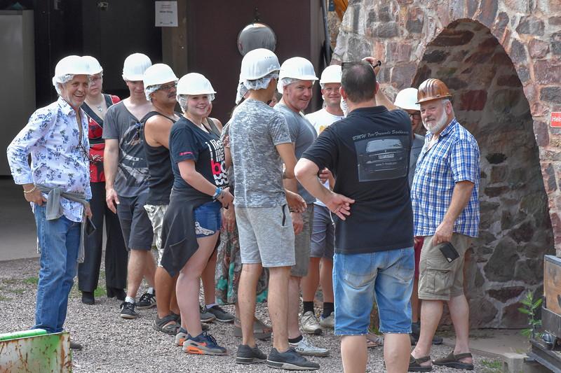 Mit Helm ging es in das Bergwerk Grube Wilhelmine in Sommerkahl.