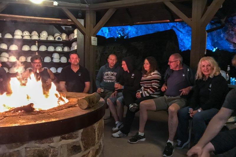 Grill-Stammtisch im Juli 2018: bis in den späten Abend wurde gemeinsam am Feuer geklönt