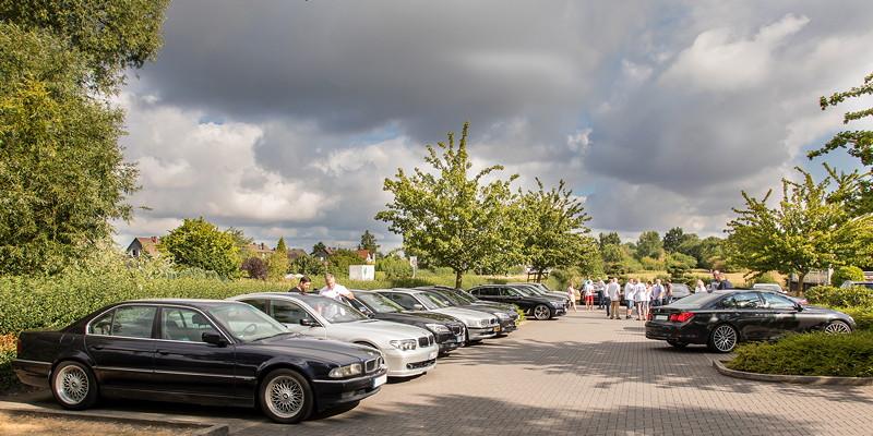 25 BMW 7er-Fahrer trafen sich um 10 Uhr in Castrop-Rauxel zur gemeinsamen Anfahrt zur BMW Scene Show 2018.