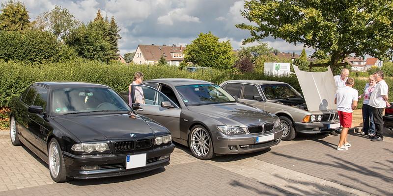 Auf dem Stammtischparkplatz: BMW von Ralf ('asc-730i'), BMW 750i (E65) von Rolf ('rolfg') und BMW 732i (E23) von Peter ('TurboPeter').
