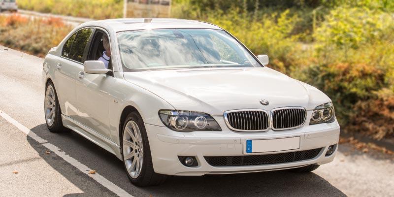 BMW 750i (E65), Rechtslenker, Japan-Import, mit Olaf ('loewe40') am Steur, auf dem Weg zur BMW Scene Show 2018.