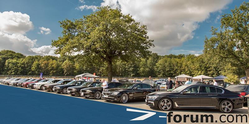 Die 7er-Community bei der ersten BMW Scene Show in Recklinghausen.