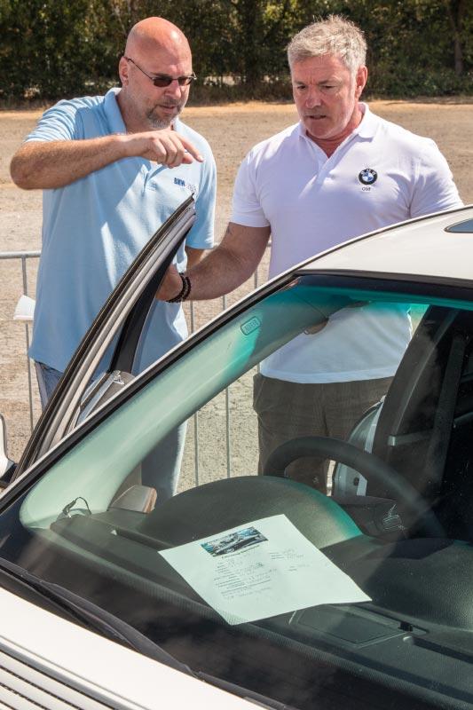Frank Schwichtenberg schaut sich den BMW 750i (E65) von Olaf ('loewe40') an.