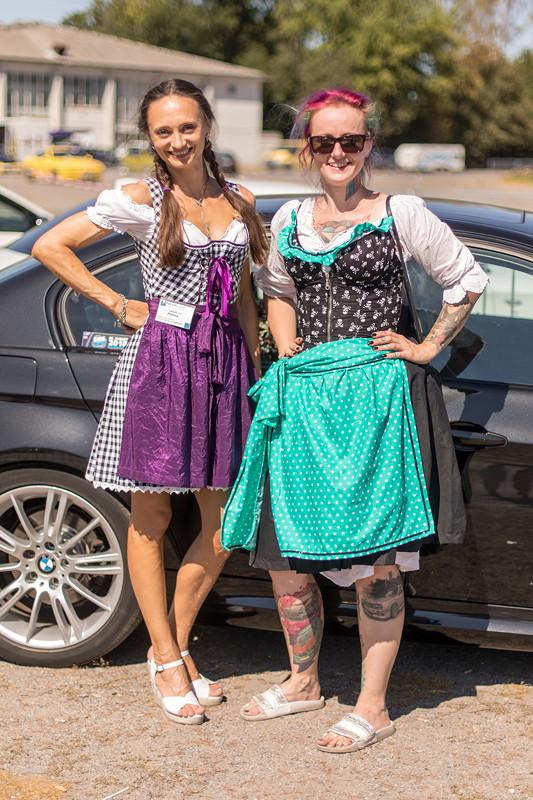 Polina ('Engel 07') und Conny ('Schrauberella')