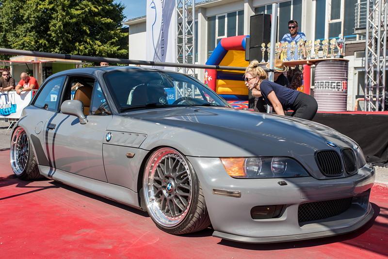 BMW Scene Show 2018. Sieger des Car Limbo Wettbewerbs: ein BMW Z3 Coupé (E36/7C) mit absenkbarem Luftfahrwerk.
