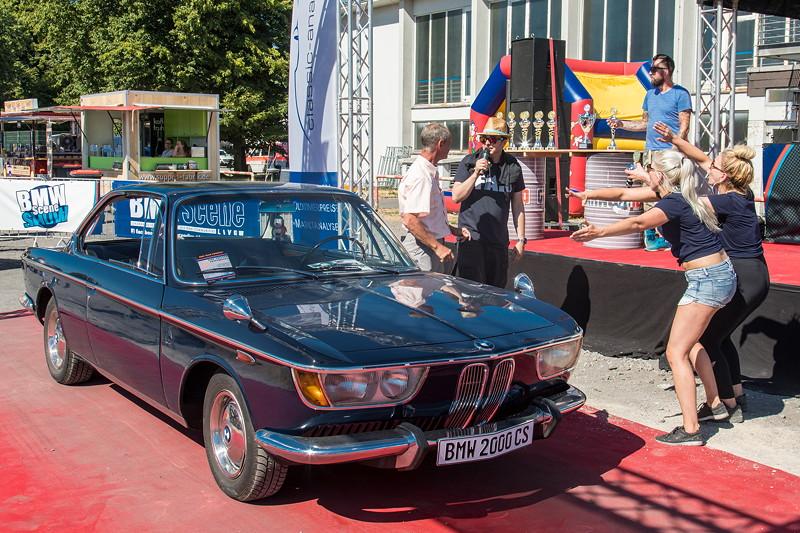 BMW Scene Show 2018: Frank Thorissen gewann den Pokal 'Best of VIP' für seinen BMW 2000 CS.
