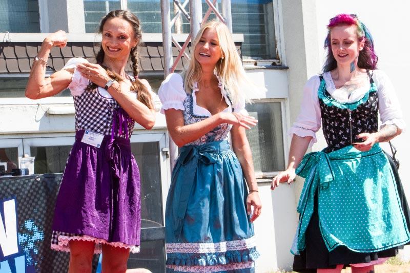 BMW Scene Show 2018: Polina ('Engel 07') siegte im Maßkrug-Wettbewerb - ihren Mukkies sei Dank.