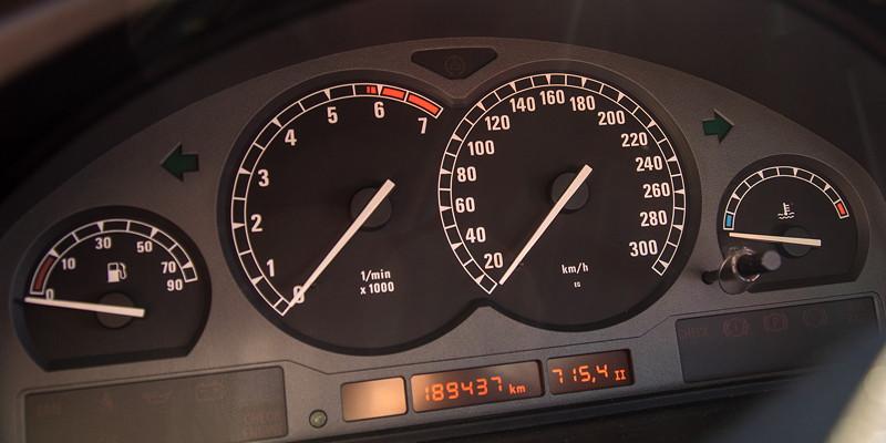 Rhein-Ruhr-Stammtisch im Oktober 2018, BMW 850i (E31), Tacho-Instrumente