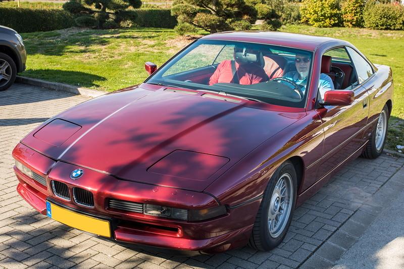 Rhein-Ruhr-Stammtisch im Oktober 2018, BMW 850i (E31) in seltener Colorline Ausstattung Calypsorot