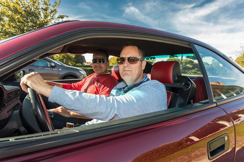 Edwin ('Homerraas', links) kam mit einem Bekanntem in einem BMW 850i (E31) nach Castrop
