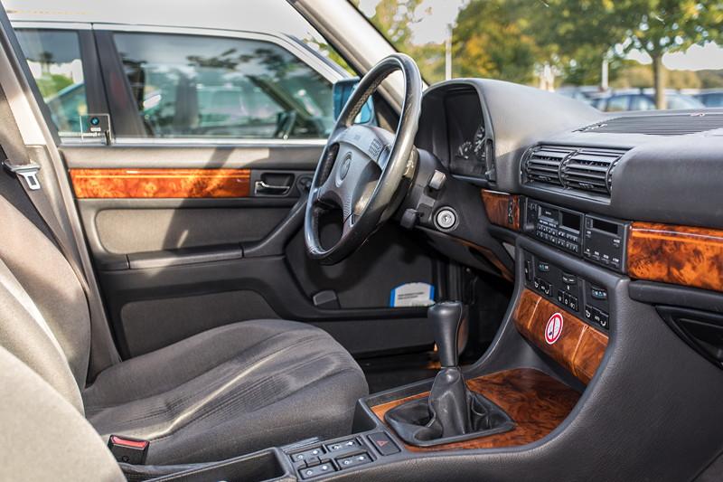 Rhein-Ruhr-Stammtisch im Oktober 2018, BMW 730i (V8, E32) von Eberhard ('ebbi'), Innenraum vorne