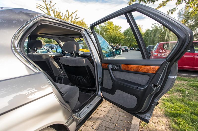 Rhein-Ruhr-Stammtisch im Oktober 2018, BMW 730i (V8, E32) von Eberhard ('ebbi'), Tür hinten rechts