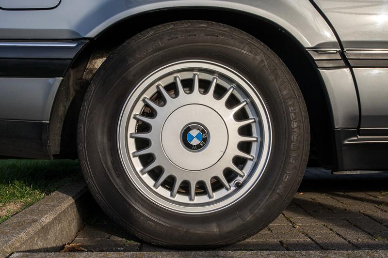 Rhein-Ruhr-Stammtisch im Oktober 2018, BMW 730i (V8, E32) von Eberhard ('ebbi'), Radv