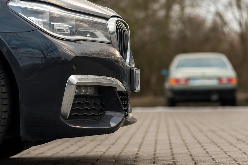 Rhein-Ruhr-Stammtisch im Februar 2019, Stammtisch-Parkplatz mit dem BMW 730Ld (G02) von Christian ('Christian') und dem BMW 732iA (E23) von Viktor ('Zuwack')