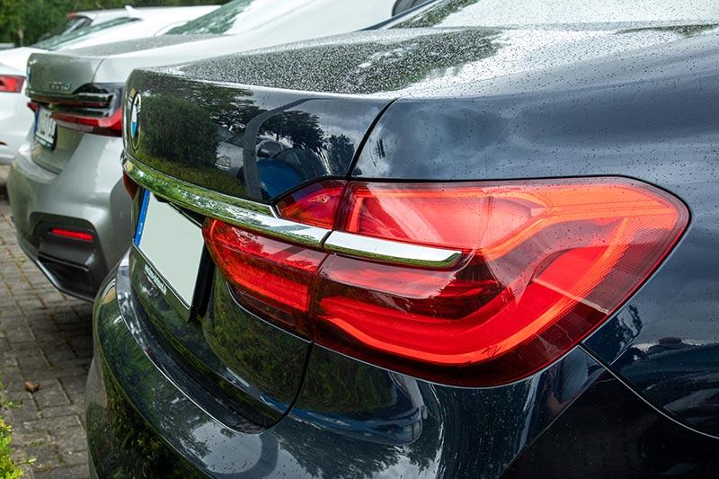 BMW 730d (G11) von Manny ('Mannylein') neben dem BMW 730Ld xDrive (G12 LCI) von Christian ('Christian')