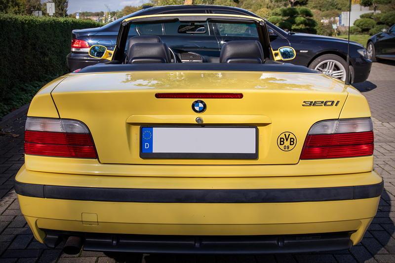 Rhein-Ruhr-Stammtisch im Oktober 2020: BMW 320i Cabrio Individual (E36) von Micha ('bmwe23') - in den Farben von BVB Borussia Dortmund.
