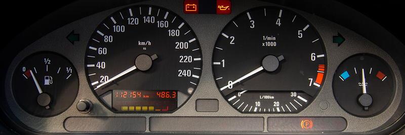 Rhein-Ruhr-Stammtisch im Oktober 2020: BMW 320i Cabrio Individual (E36) von Micha ('bmwe23'). Tacho-Instrumente.