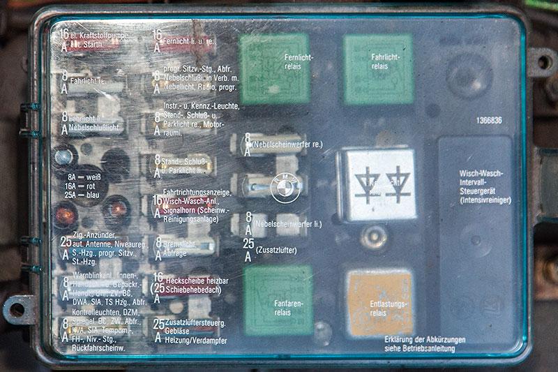 Foto Sicherungskasten Im Motorraum Des Bmw 528i E28 Von